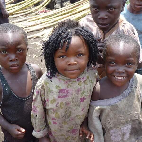 Niños y niñas sin escuelas