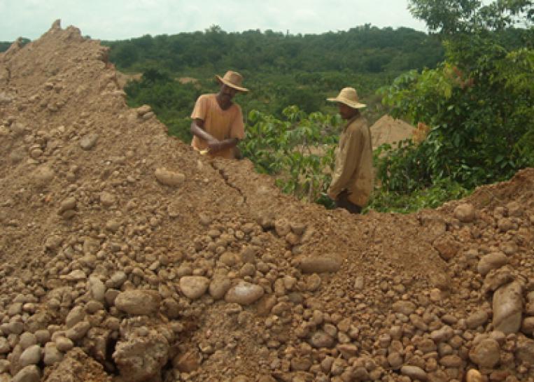 Explotar minerales en países en conflicto