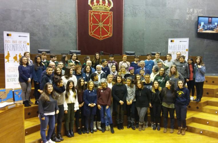 Alumnado de siete centros educativos pide al Parlamento de Navarra que Navarra sea lugar de acogida