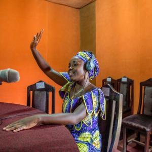 Femme au Fone: emakumeak telefonoaren beste aldean